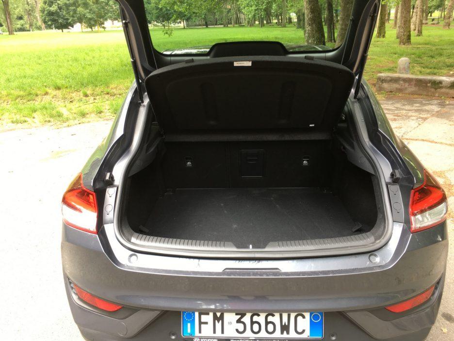 Hyundai i30 Fastback bagagliaio