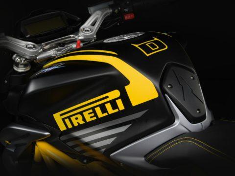 MV Agusta Dragster 800 RR Pirelli serbatoio