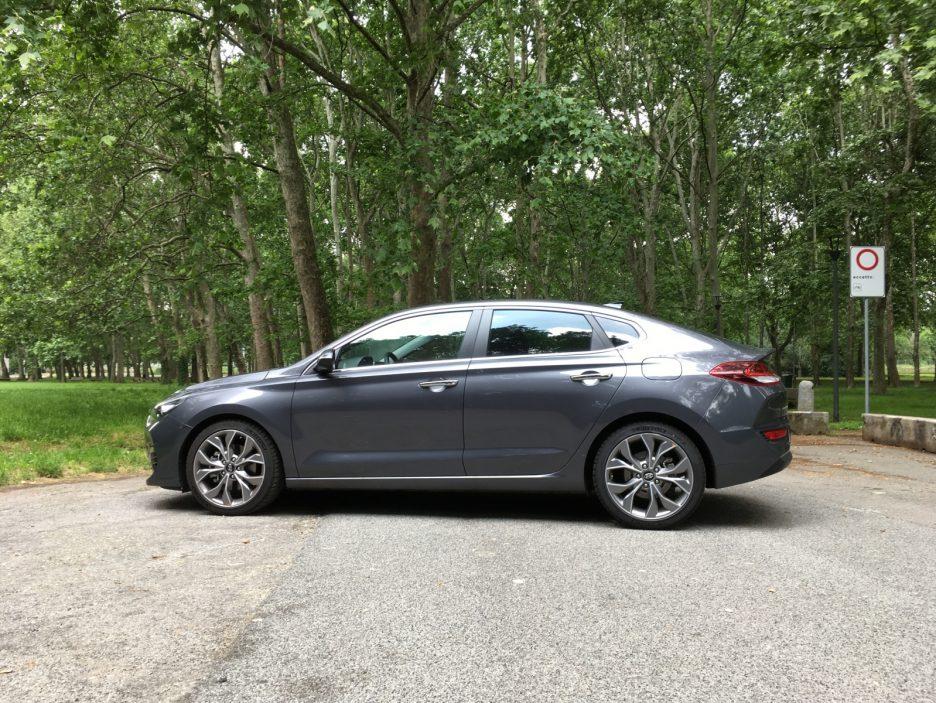 Hyundai i30 Fastback profilo