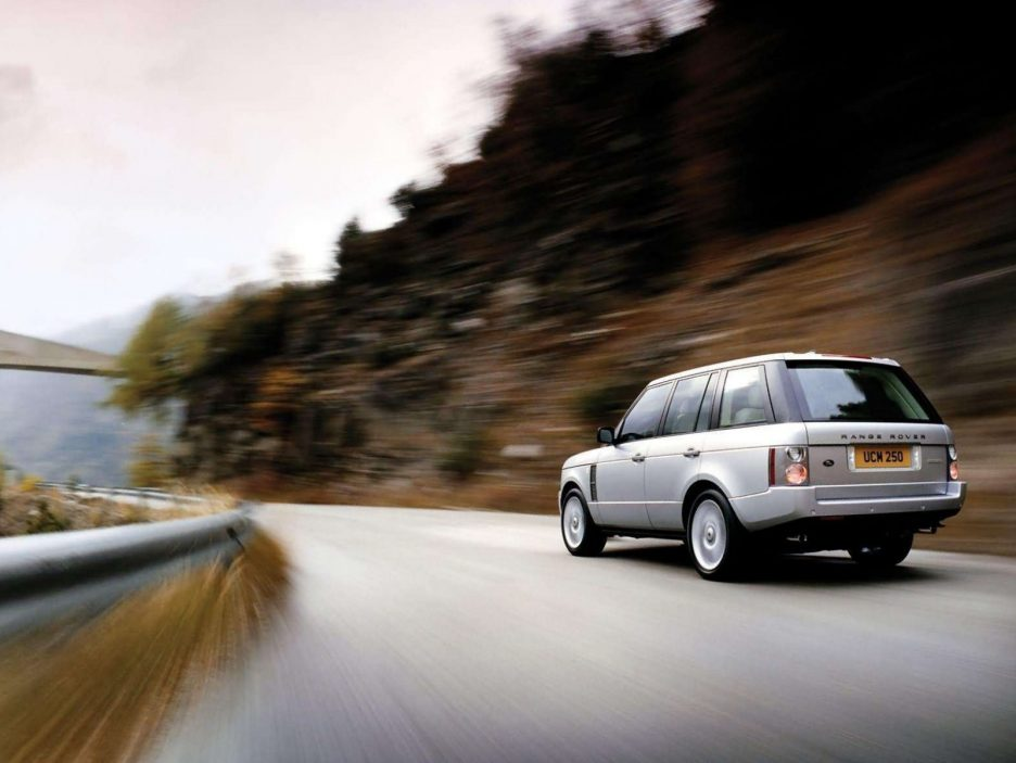 Land Rover Range Rover tre quarti posteriore
