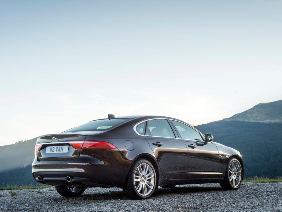 Jaguar XF tre quarti posteriore