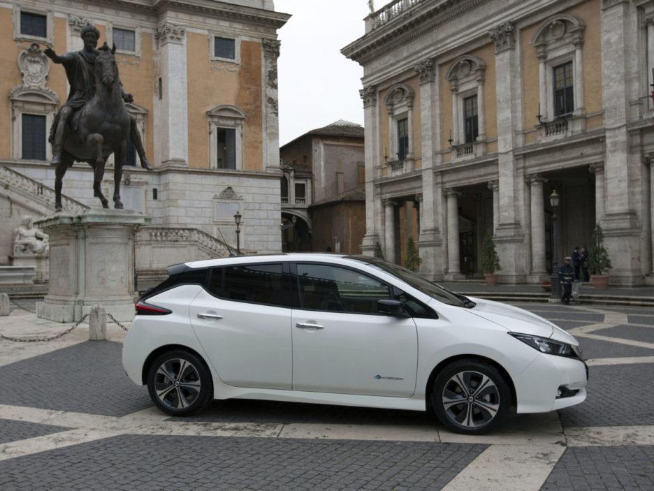 426225260_Nissan_la_nuova_LEAF_e_il_van_e-NV200_100_elettrici_a_servizio_di_Roma