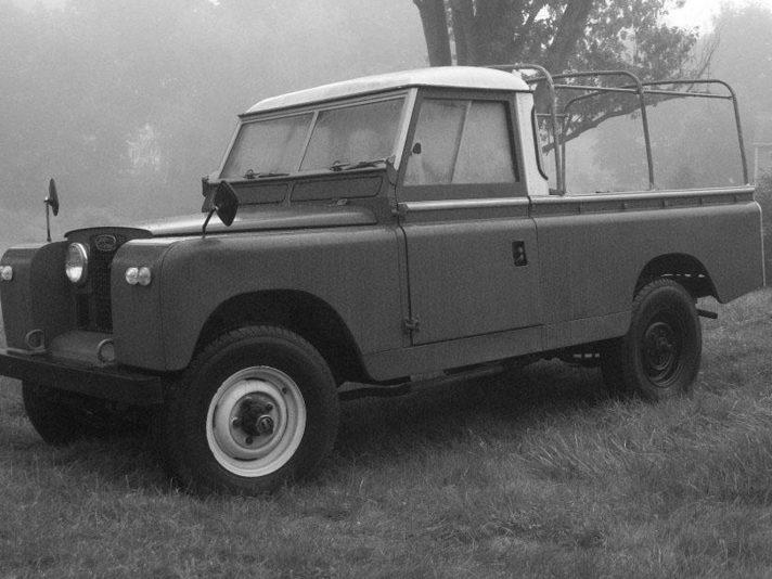 Land Rover 109 IIA