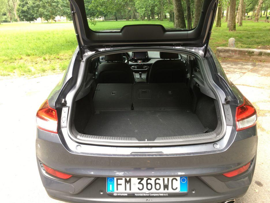 Hyundai i30 Fastback bagagliaio sedili posteriori abbattuti