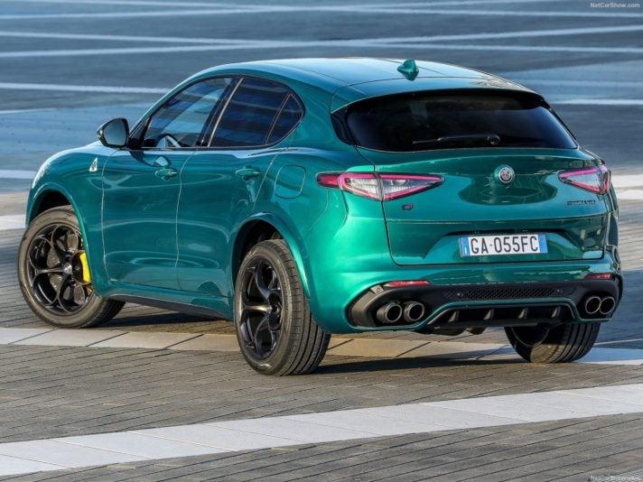 Alfa Romeo Stelvio Quadrifoglio tre quarti posteriore
