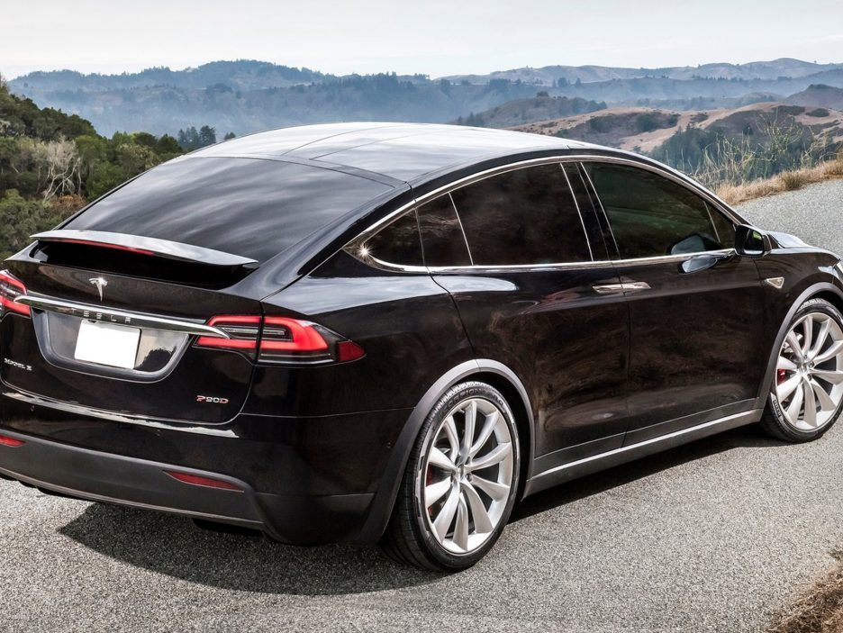 2017-Tesla-Model-X-tre-quarti-posteriore-936x703