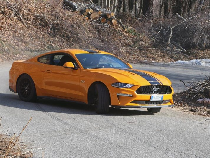 Ford Mustang GT V8 4