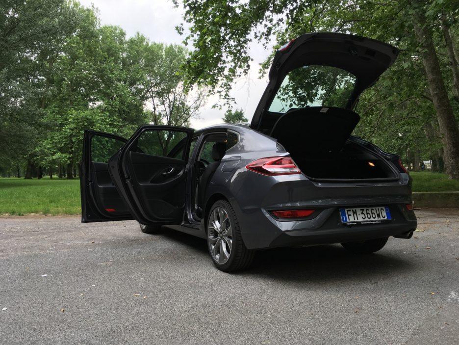 Hyundai i30 Fastback porte aperte