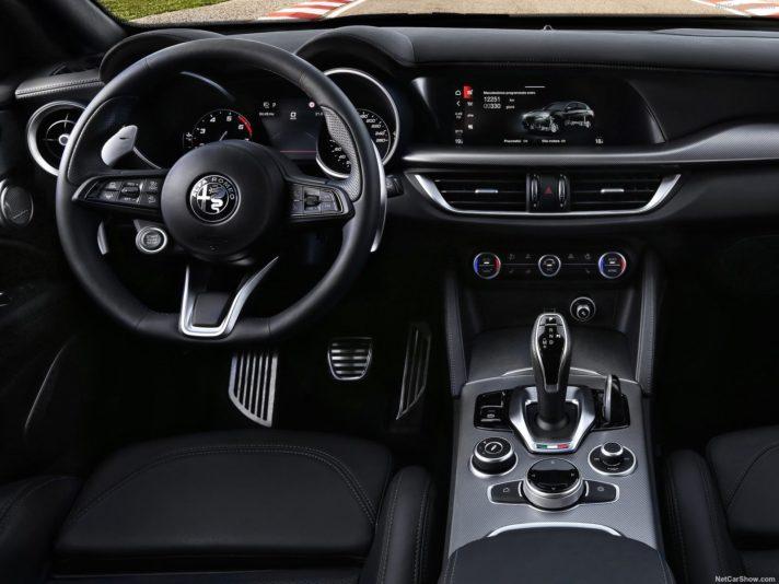 Alfa Romeo Stelvio interni