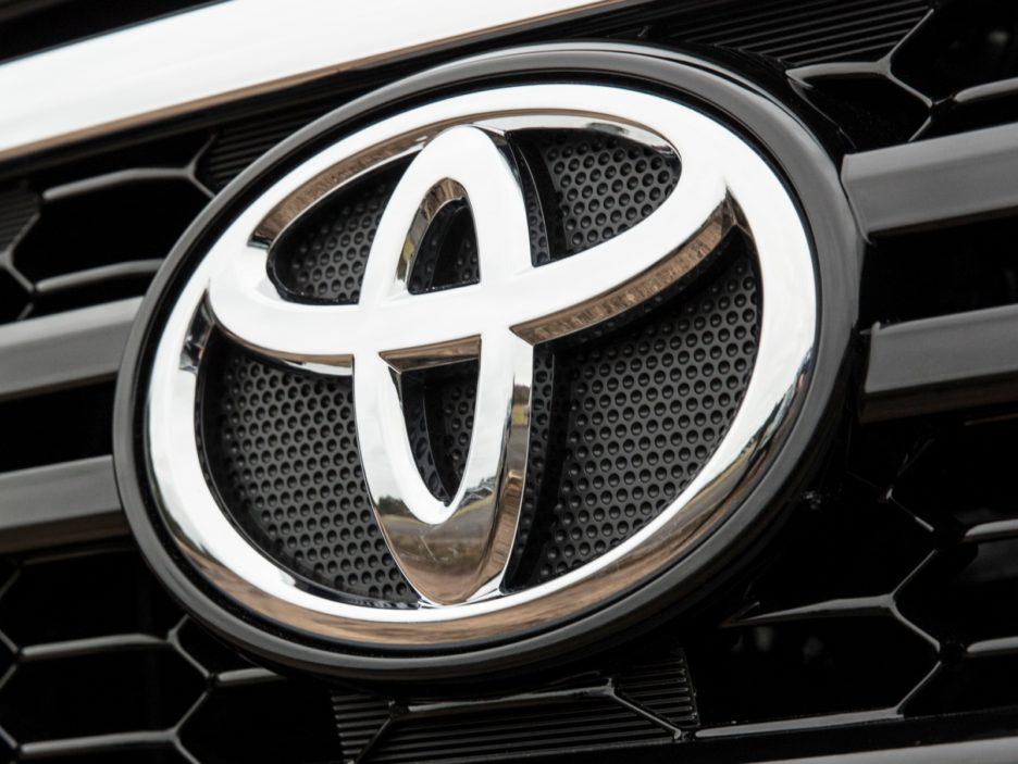 Toyota Hilux Executive+ logo Toyota