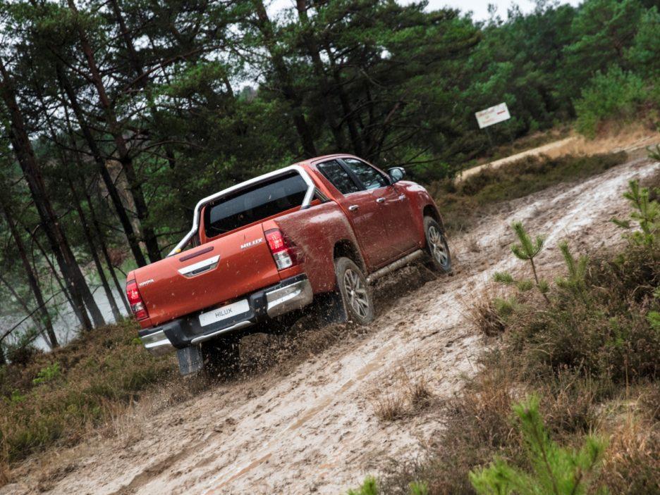 Toyota Hilux Executive+ tre quarti posteriore