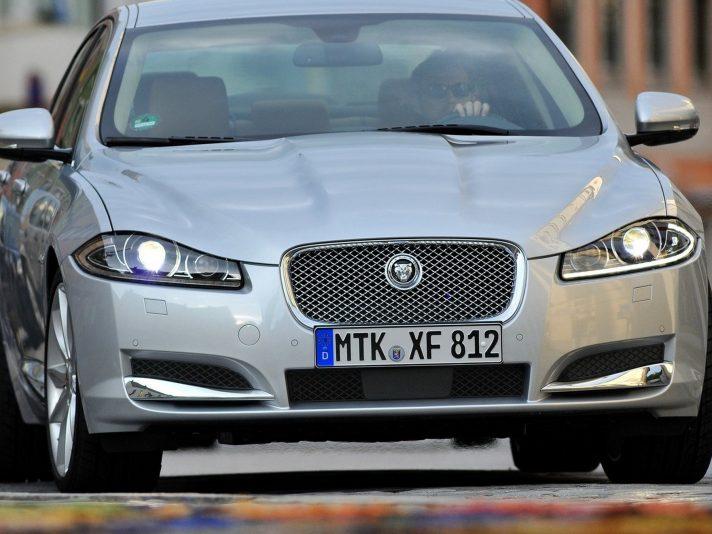 Jaguar XF frontale