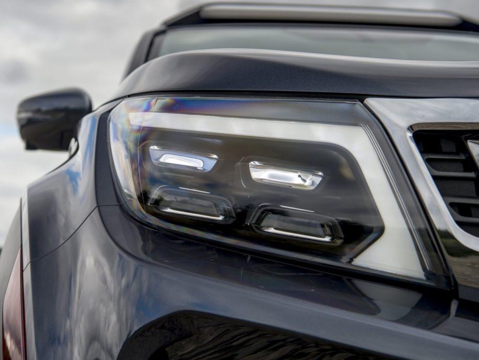 Nissan Navara Dark Sky Concept faro anteriore