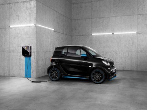 Elektroautos einfach ohne Karte oder App laden: Hubject und Daimler pilotieren serienreife Lösung für Plug&Charge