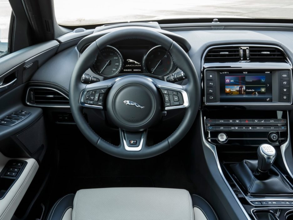 Jaguar XE interni
