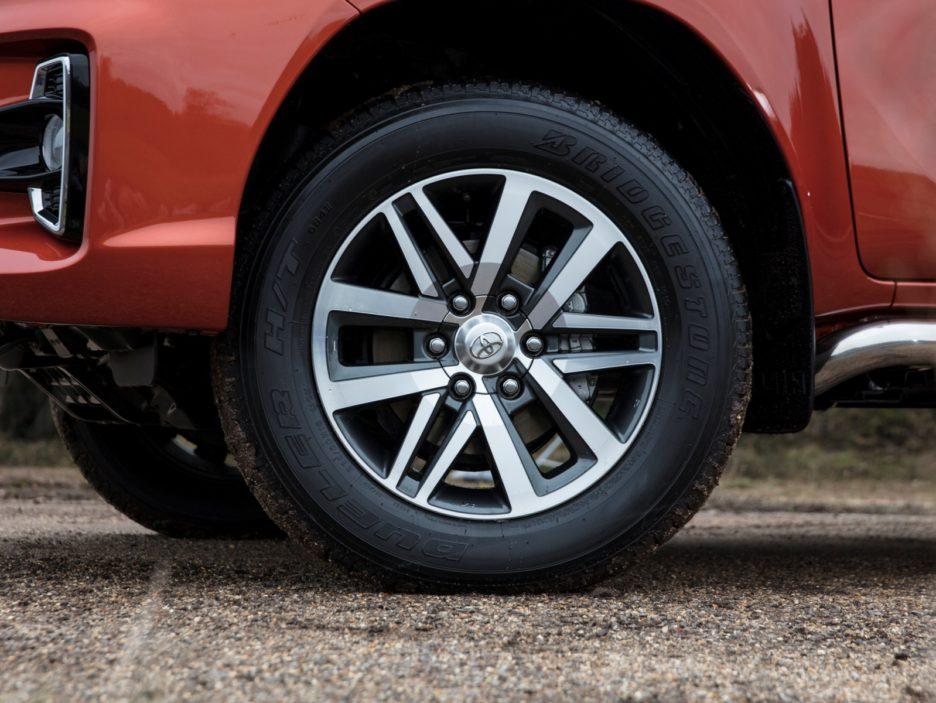 Toyota Hilux Executive+ cerchi in lega