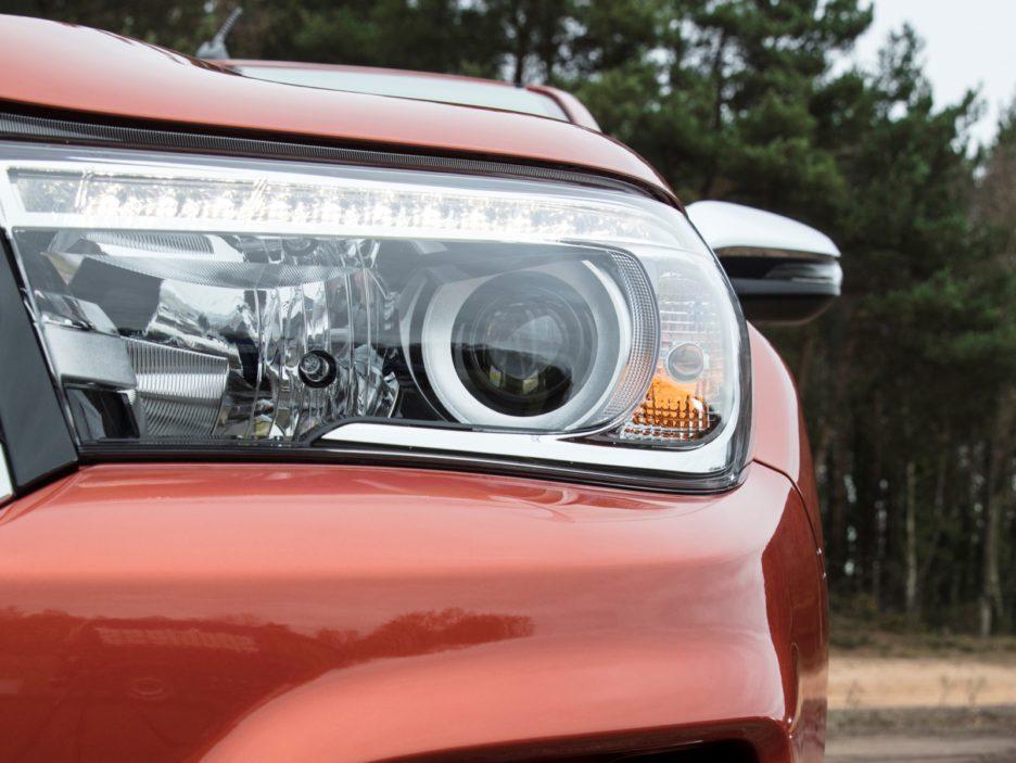 Toyota Hilux Executive+ faro anteriore