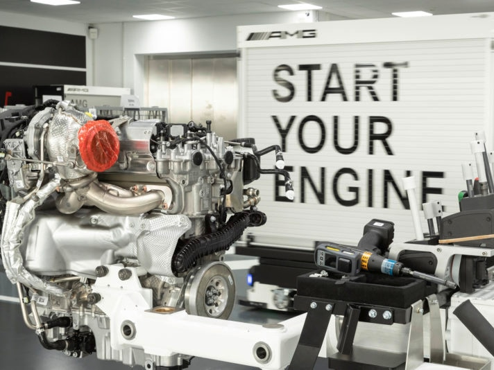 Neuer Mercedes-AMG Vierzylinder-Turbomotor aus hochmoderner Fertigung: Der stärkste Serien-Vierzylinder der Welt, made in AffalterbachNew Mercedes-AMG four-cylinder turbo engine from ultra-modern production: The world's most powerful four-cylinder engi